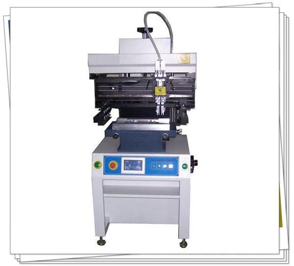 它的工作原理是:先将要印刷的电路板制成印版,装在印刷机上,然后由